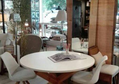 Ambiente tienda con mesa nórdica